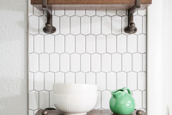 White backsplash tile with wall mounted shelves