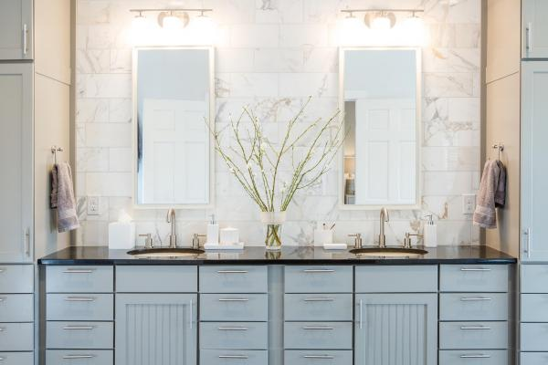 Transitional vanity design