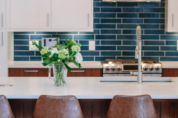Kitchen with blue backsplash