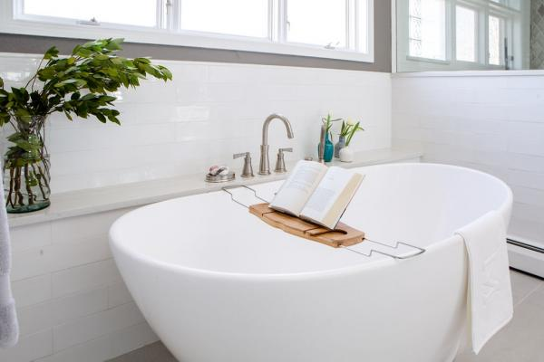 Freestanding bathtub with book stand