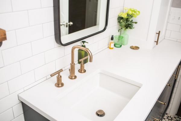 Undermount sink and brass faucet