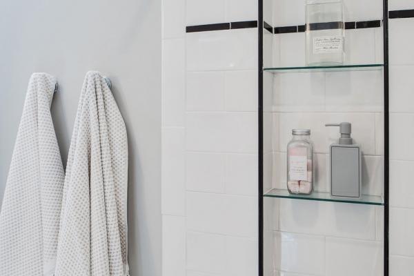 guest bathroom tile detail
