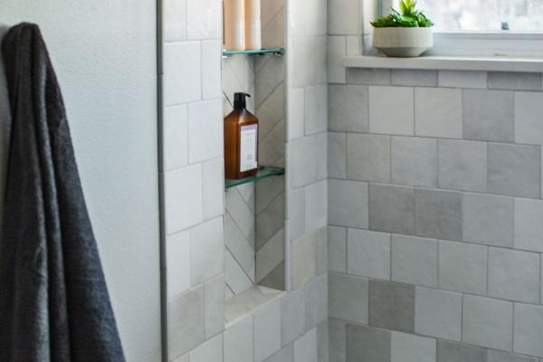 guest bathroom shower niche detail